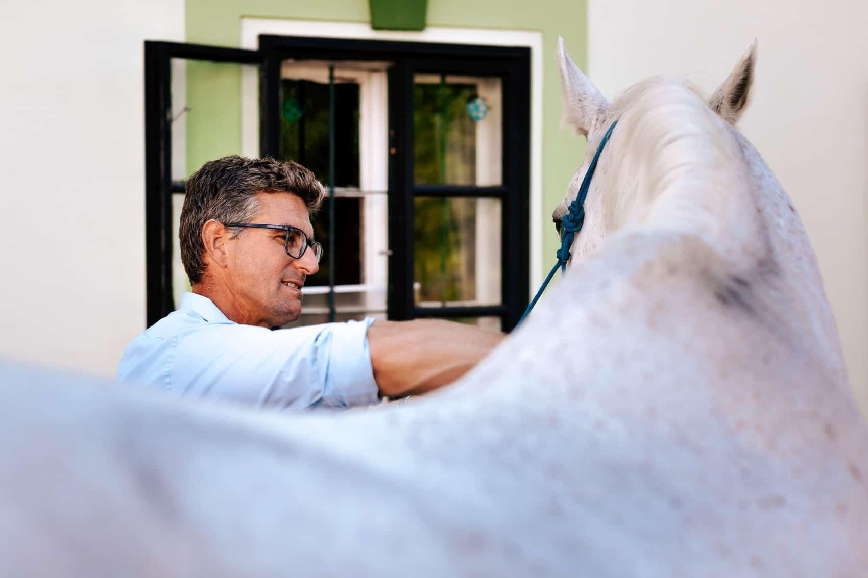 pferdesportpraxis-tierarzt-dr-matthias-keller-pferdespezialist-orthopaedische-und-manuelle-medizin-fuer-pferde-faszientherapie-chiropraktik-akupunktur-cft-prp-irap-chirofaszial-TMJ