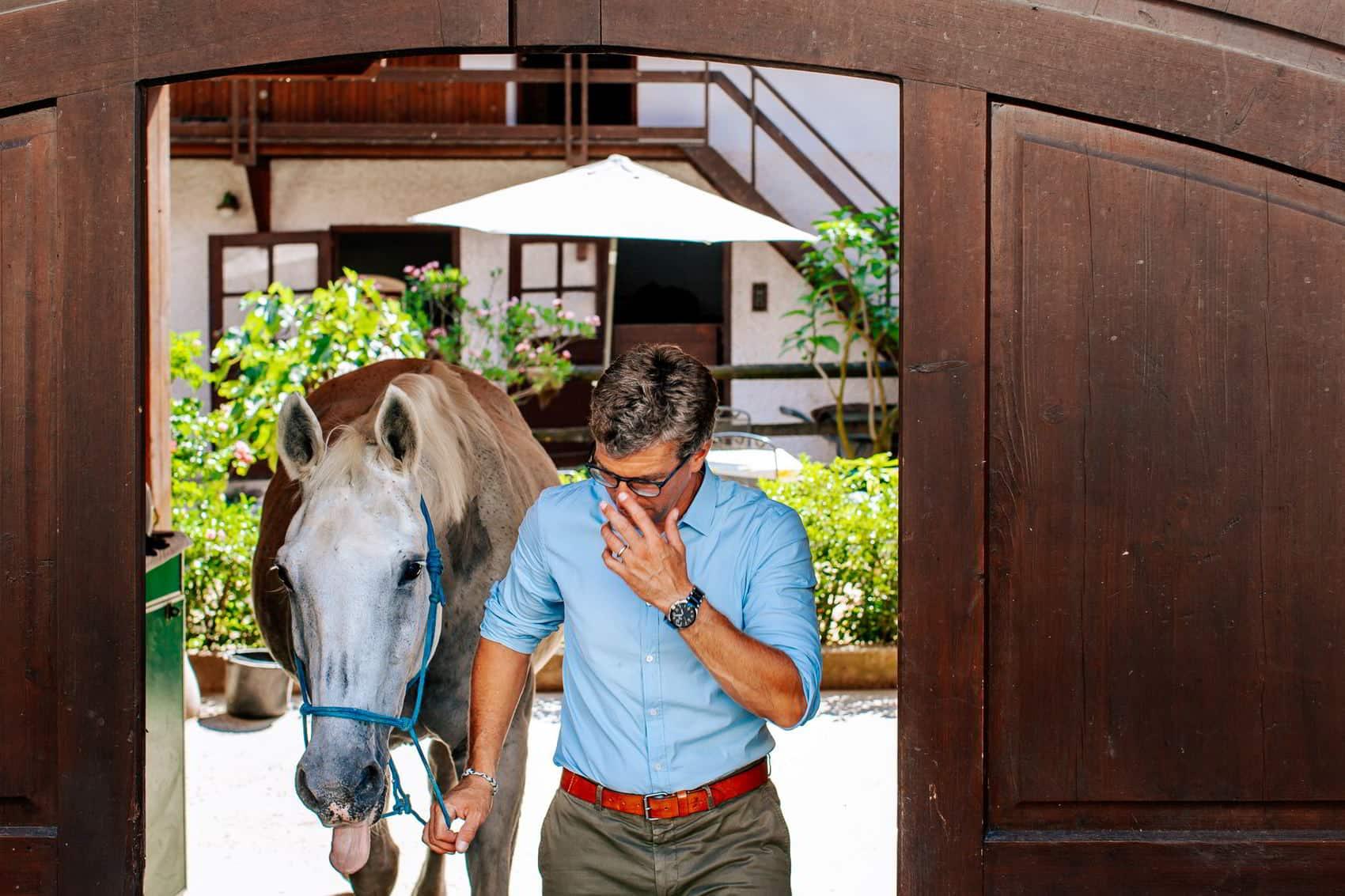 pferdesportpraxis-tierarzt-dr-matthias-keller-pferdespezialist-orthopaedische-und-manuelle-medizin-fuer-pferde-faszientherapie-chiropraktik-akupunktur-cft-prp-irap-chirofaszial-Tor